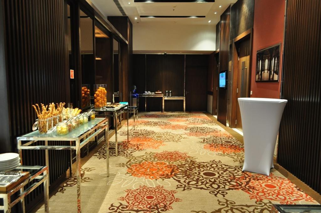 Restaurant MoMo Cafe Agra-1